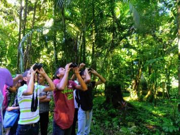 Miembros del club de Aves La Cotinga en La Ceiba