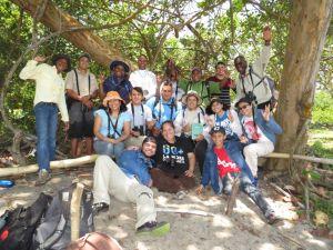 Miembros del lclub de observación de aves Cotinga depués de una pajareada. Fotografía cortesía de Joel Tabora
